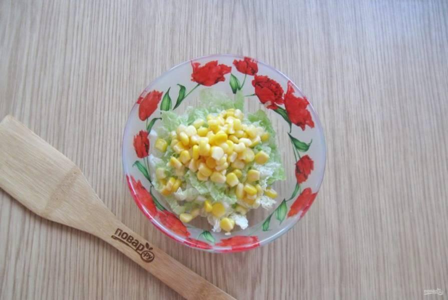 Добавьте консервированную кукурузу.