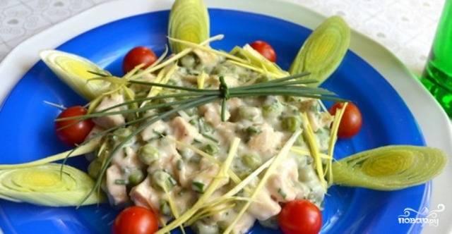 Салат с сыром и горошком
