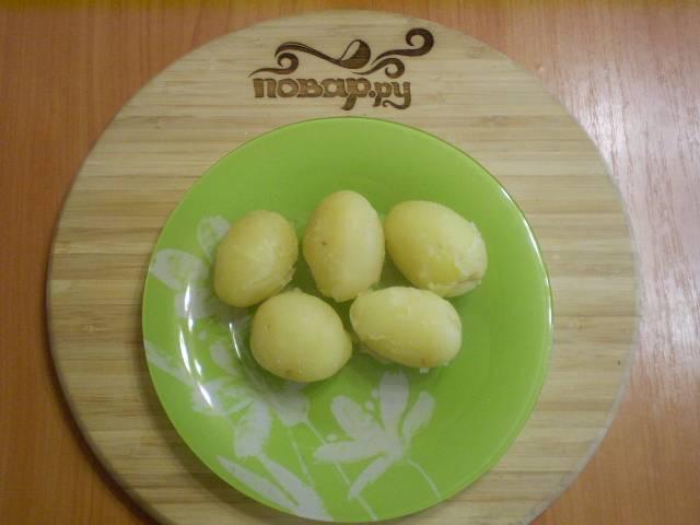 7. Картофель выкладываем на тарелочку.