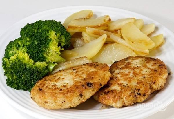 11. Подавайте блюдо к столу с овощами или салатом. Приятного аппетита!