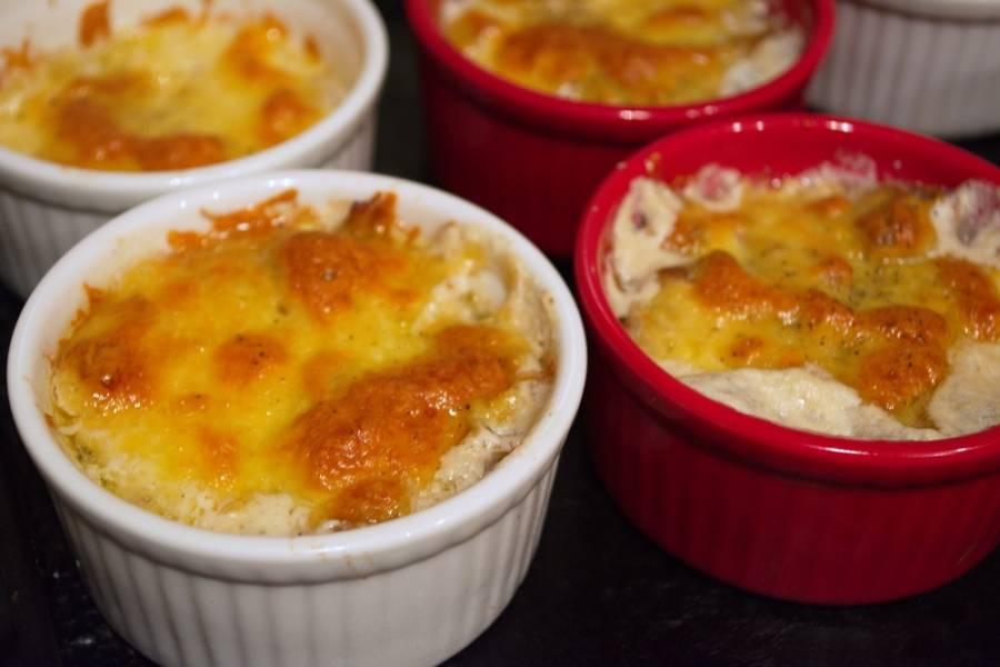 Разогрейте духовку до 200 градусов. Запекайте грибы в духовке около 8 минут.