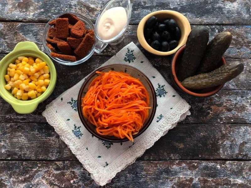 """Для приготовления салата """"Радуга"""" с корейской морковью подготовьте все необходимые ингредиенты."""