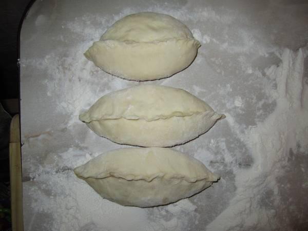 Пирожки выкладываем на противень, даем расстояться 30 минут.