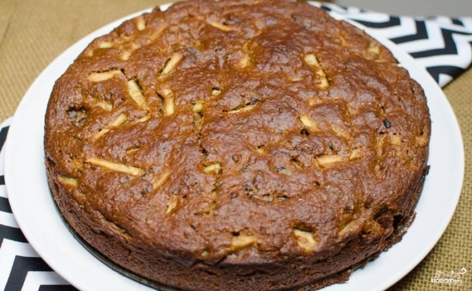 Пирог с яблоками и черносливом