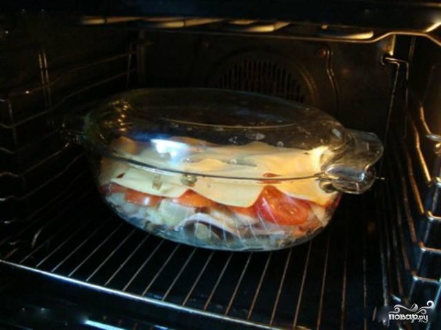 7. Все ингредиенты отправьте запекаться в духовой шкаф при температуре 180-200 градусов, по времени примерно на 40-45 минут.