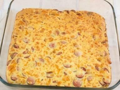 Быстрый пирог с сосисками и сыром готов! Наслаждаемся:-)