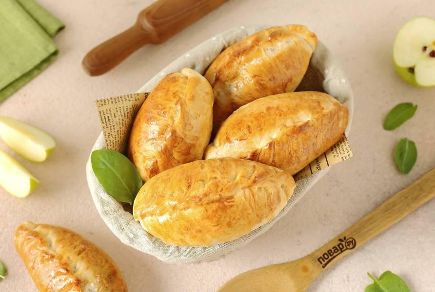 Пирожки с яблоками и щавелем