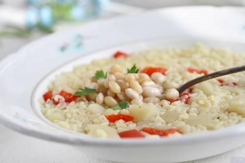 Варим суп до готовности макарон. Снимаем с плиты, добавляем сварившуюся фасоль и даем супу настояться. Специи по вкусу. Приятного аппетита!