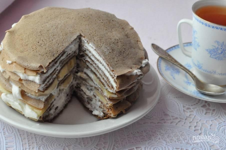 4. Вот и все! Пусть торт настоится в холодильнике примерно час-два, а потом нарезаем его и подаем к столу!