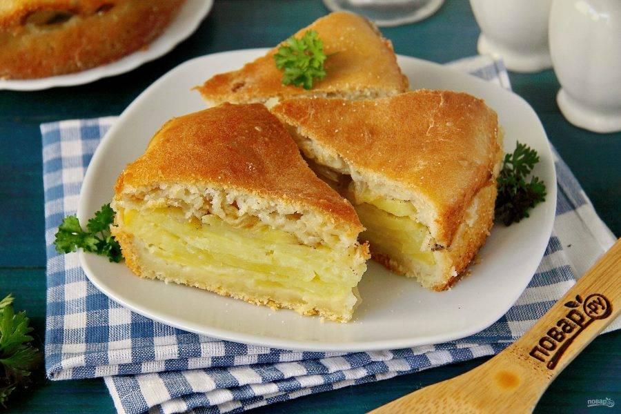 Пирог с картошкой и луком готов. Приятного аппетита!