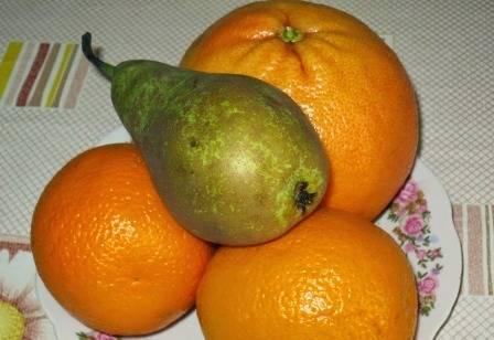 Подготовим необходимые для смузи фрукты.
