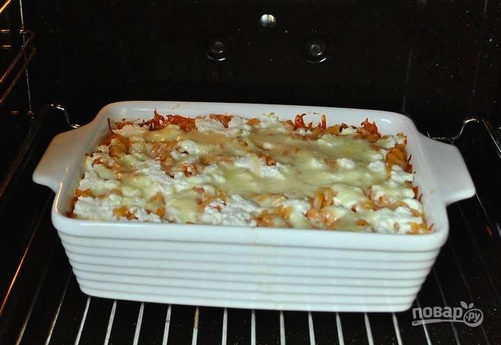 Уберите фольгу и запекайте еще минут 10, чтобы образовалась сырная корочка.