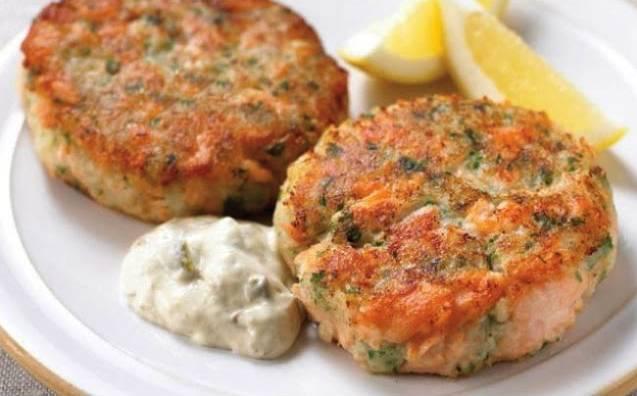 По вкусу можно добавить в соус немного зелени или сухих приправ. Когда все ингредиенты соединены, перемешайте соус и слегка охладите его. Затем подавайте к рыбным котлетам или другим рыбным блюдам.
