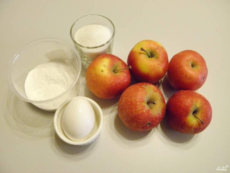 Приготовьте продукты. Яблок нужно взять около 800-900 граммов, чтобы получить 500 граммов яблочного пюре, после запекания яблок в духовке.