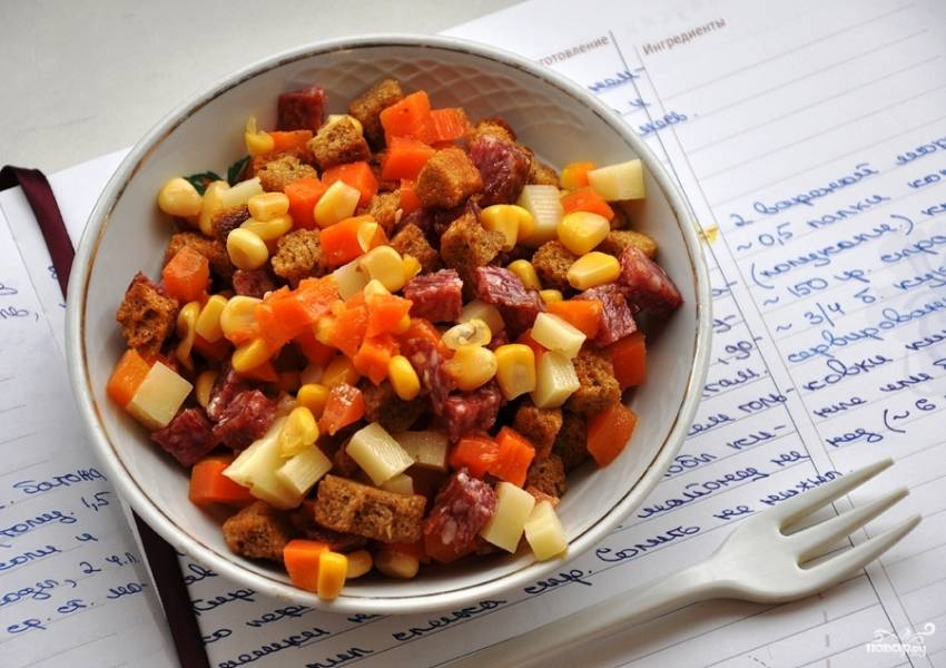 Салат с кириешками