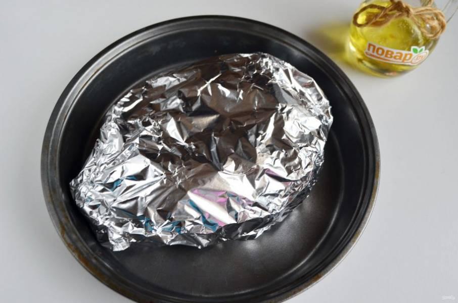 6. Заверните в фольгу, плотно закрыв края. Отправьте в горячую духовку 180-190 градусов на 1 час.