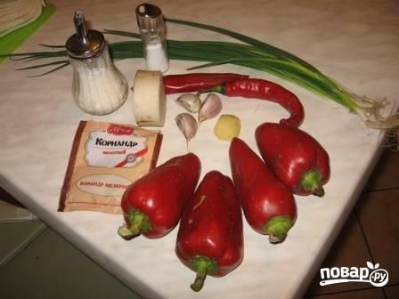 Подготовим продукты для приправы. Ее можно сделать заранее и подержать в холодильнике.