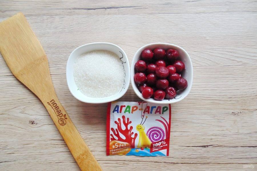 Возьмите ингредиенты для приготовления конфитюра с агар-агаром.