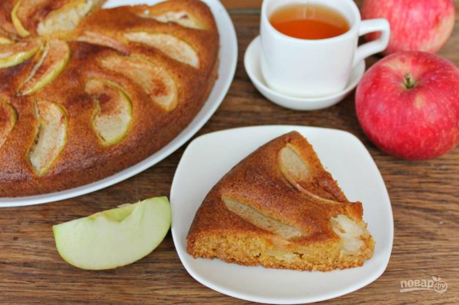 Кукурузный пирог с яблоками готов. Приятного чаепития!