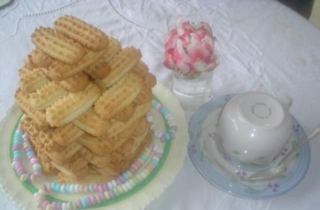 Получившиеся печенюшки выкладываем на противень и отправляем в разогретую до 180 градусов духовку на 15-20 минут, до румяности. Приятного чаепития!