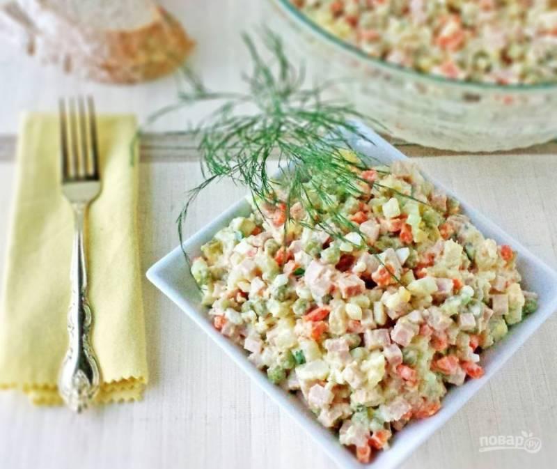 6.Настаиваю салат около двух часов, а затем подаю к столу.