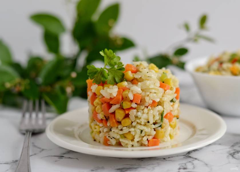 Рис морковью и кукурузой