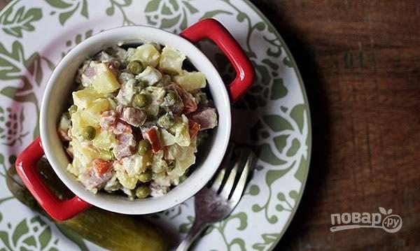 4.Выложите салат в тарелку и подавайте его к столу. Приятного аппетита!