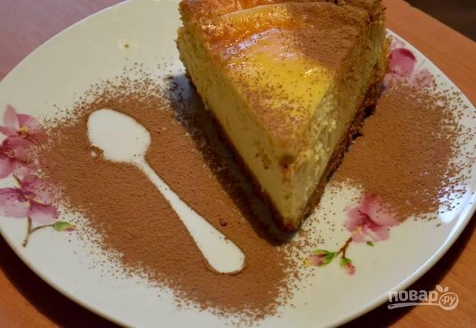 6. Извлеките пирог из формы, когда он остынет. Подавать его на стол лучше, когда он выстоит хотя бы ночь.