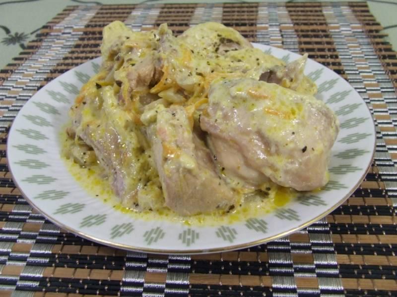 7. Пока готовится фрикасе из кролика в домашних условиях, можно сделать гарнир. Обратите внимание, что с этим блюдом отлично сочетается кукурузная или каша из пшена, а также всеми любимое картофельное пюре.
