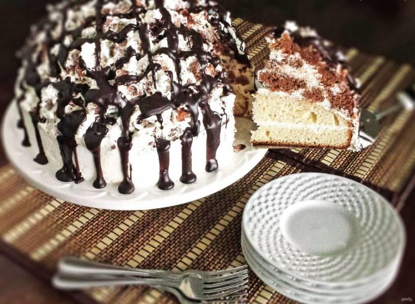 23.Настаиваю торт несколько часов, а затем уже разрезаю его и подаю к столу.