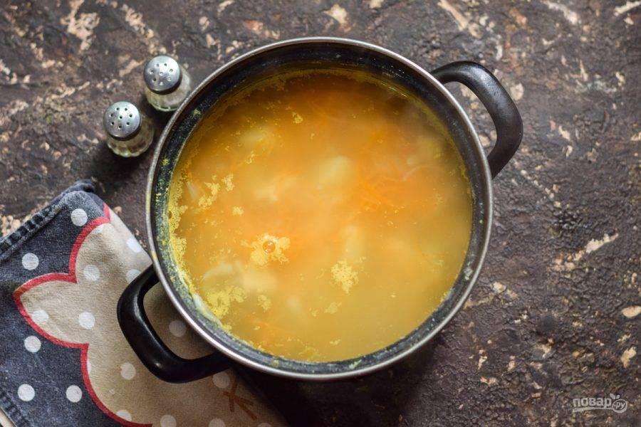 Готовый суп подавайте к столу.
