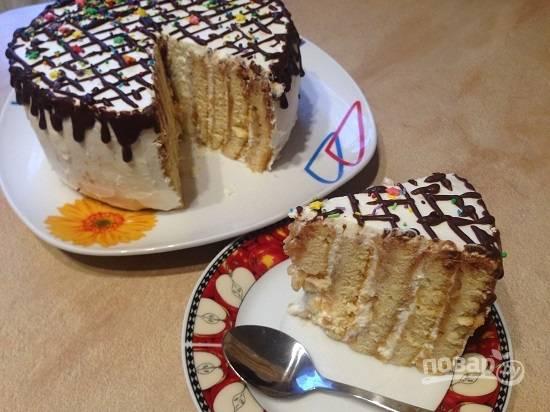15. Самое главное - этот торт не должен настаиваться, его можно подавать к столу сразу же:) Вот такой он в разрезе.