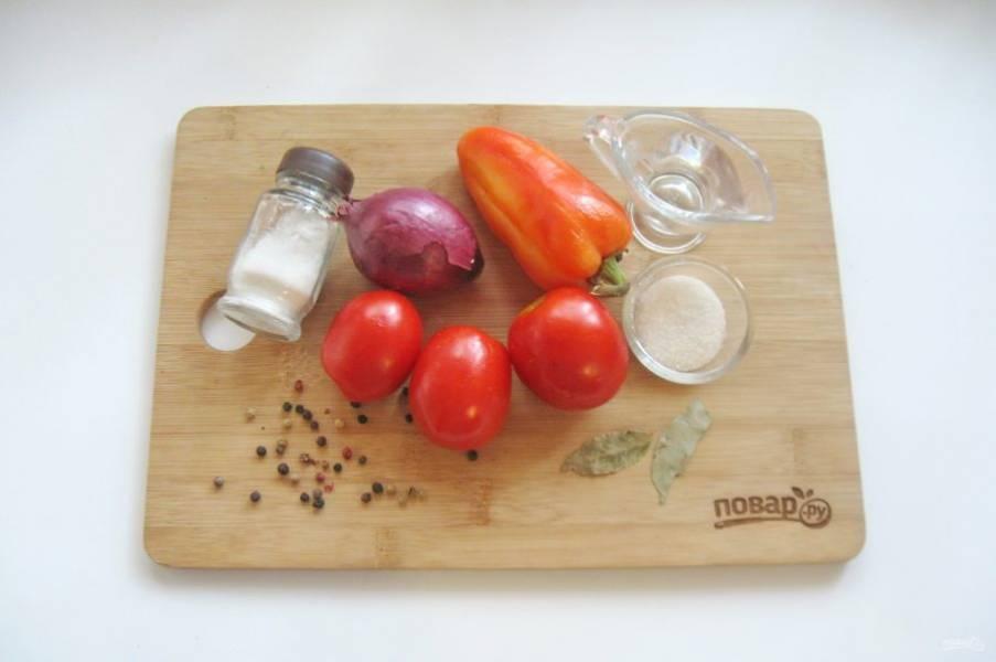Подготовьте ингредиенты для приготовления салата.