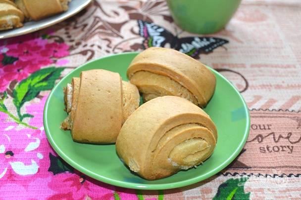 Перед подачей булочки можно присыпать сахарной пудрой. Приятного чаепития!