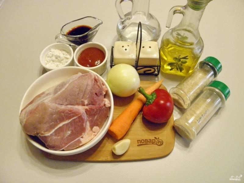 1. Подготовьте необходимые ингредиенты. Овощи и мясо вымойте. Идеальный вариант для рецепта — имбирь свежий, но если нет его под рукой, замените молотым.