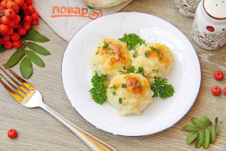 Творожно-куриные шарики под кабачковым соусом