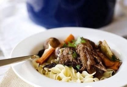 Мясо подаем с гарниром. Приятного аппетита!