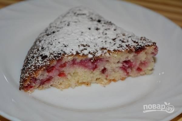 Манный пирог с ягодой