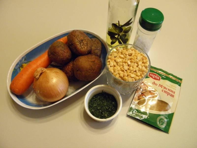 1. Приготовьте продукты для супа. Используйте только натуральные специи для придания аромата. Детям до 6 лет специи запрещены.
