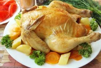 Выкладываем курицу на красивое блюдо. Приятного аппетита!