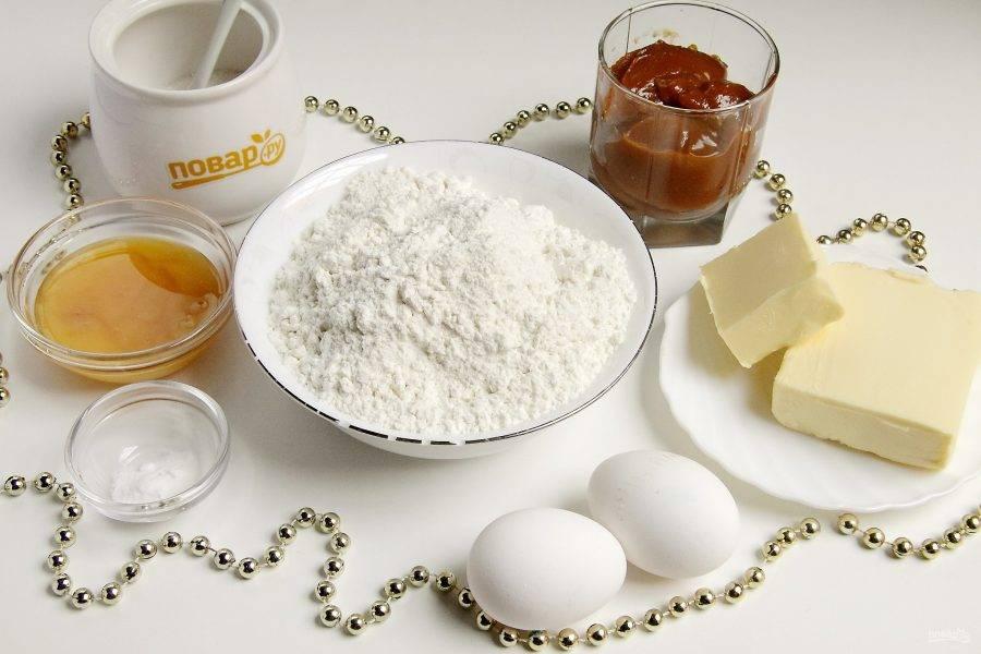 Подготовьте все ингредиенты. Сливочное масло для крема заранее размягчите при комнатной температуре.