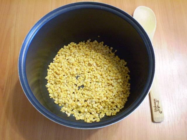 """3. И отправить в мультиварку вариться в соленой воде минимум 1 час. Режим варки """"Суп""""."""