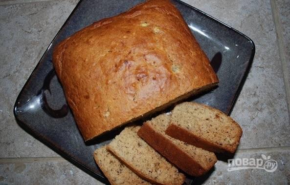 6. Достаньте готовый хлеб из формы, остывший хлеб нарезайте ломтиками.