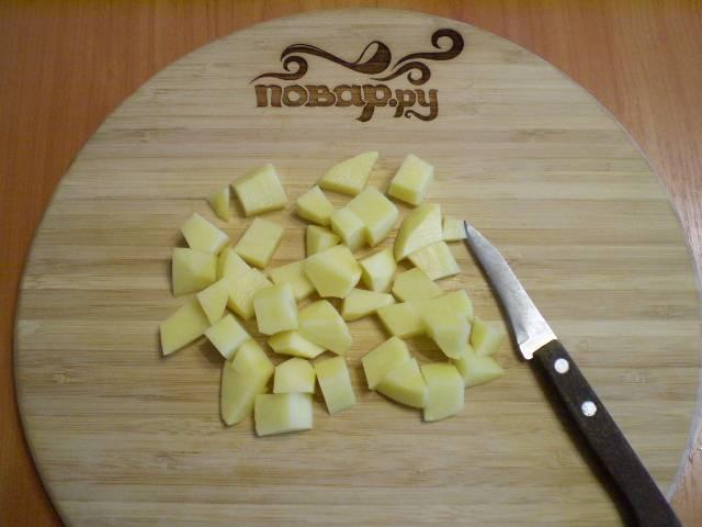 7. Порежьте картофель.