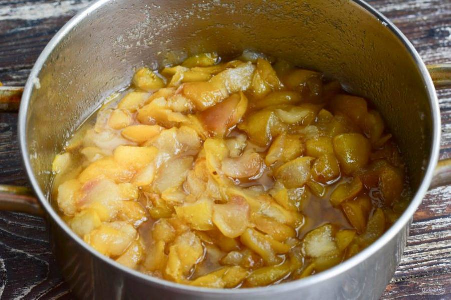 Варите варенье из груш в течение 40-50 минут.