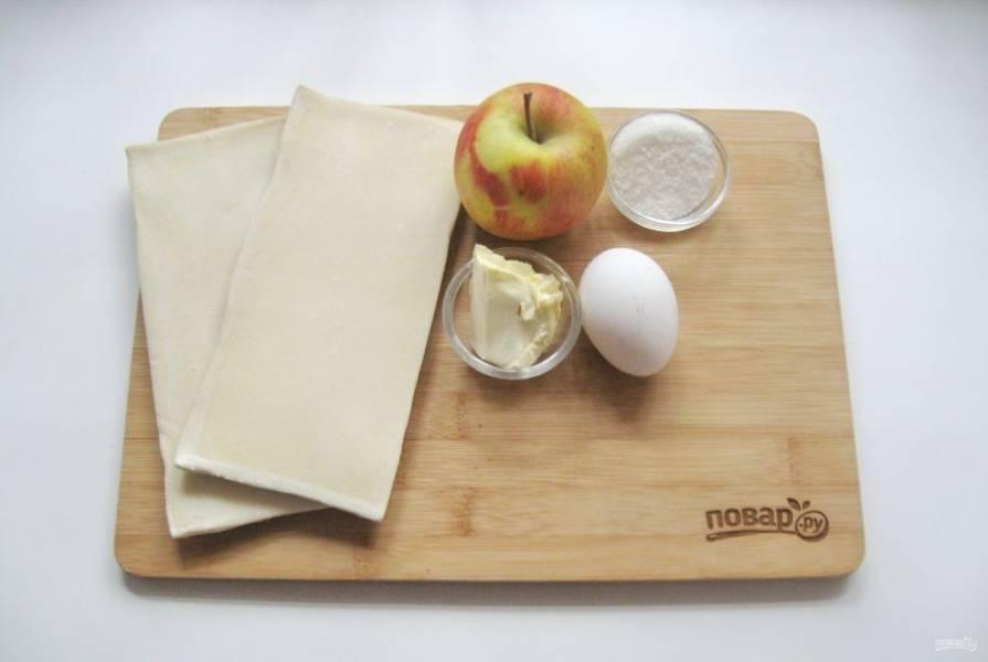 1. Подготовьте все ингредиенты для приготовления фруктовых пирожков.