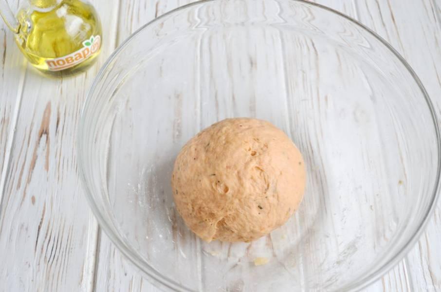 9. Тесто плотное, но пластичное, приятное и очень ароматное. Оберните его пленкой и уберите на 30 минут в холодильник.