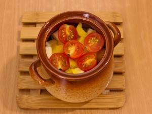 Затем помидоры, соль и перец по вкусу.