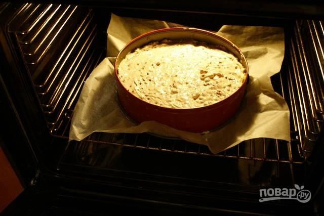 4.Выложите начинку в форму с песочным тестом и отправьте в разогретый до 175 градусов духовой шкаф на 45-55 минут.