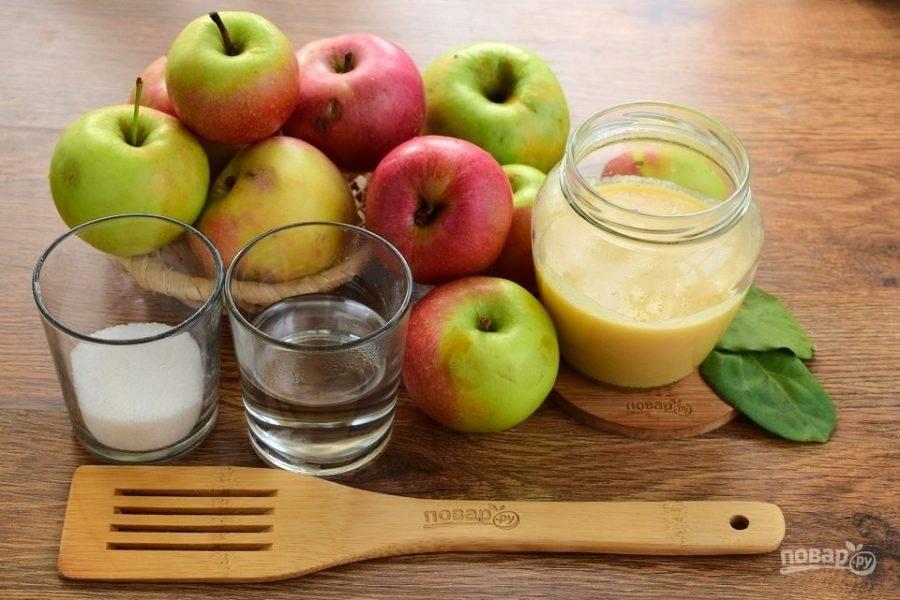 Яблоки тщательно вымойте.
